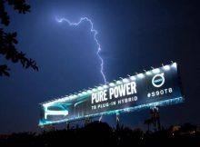 """Volvo """"gọi thần Thor"""" để bật sáng bảng quảng cáo ngoài trời"""